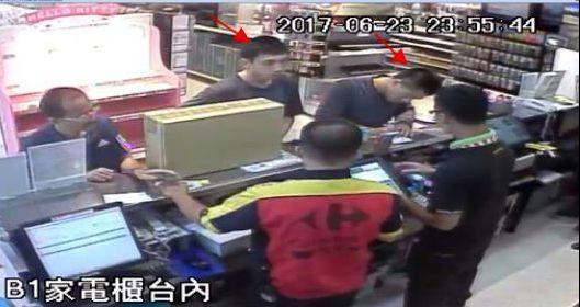 盜刷二人組到各地賣場、超商謊稱信用卡掉店內,若剛好有人掉卡又未鎖卡,就大刷特刷。...