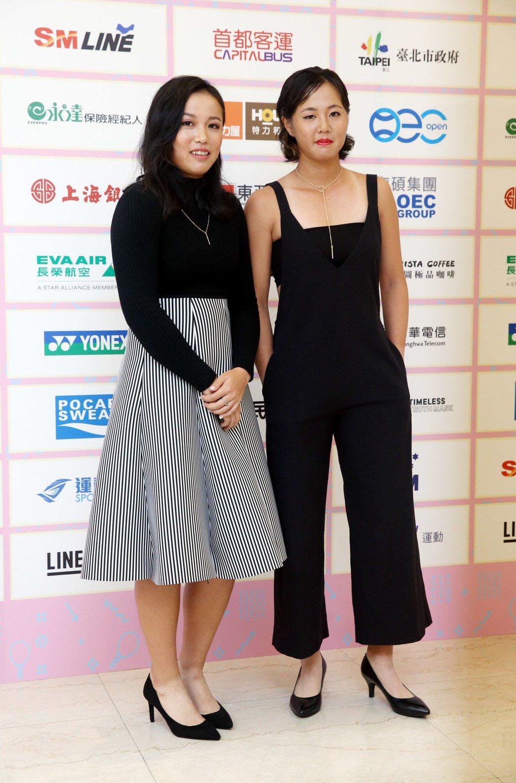 李亞軒(左)和徐竫雯一同出席選手之夜。   記者邱德祥/攝影(資料照)