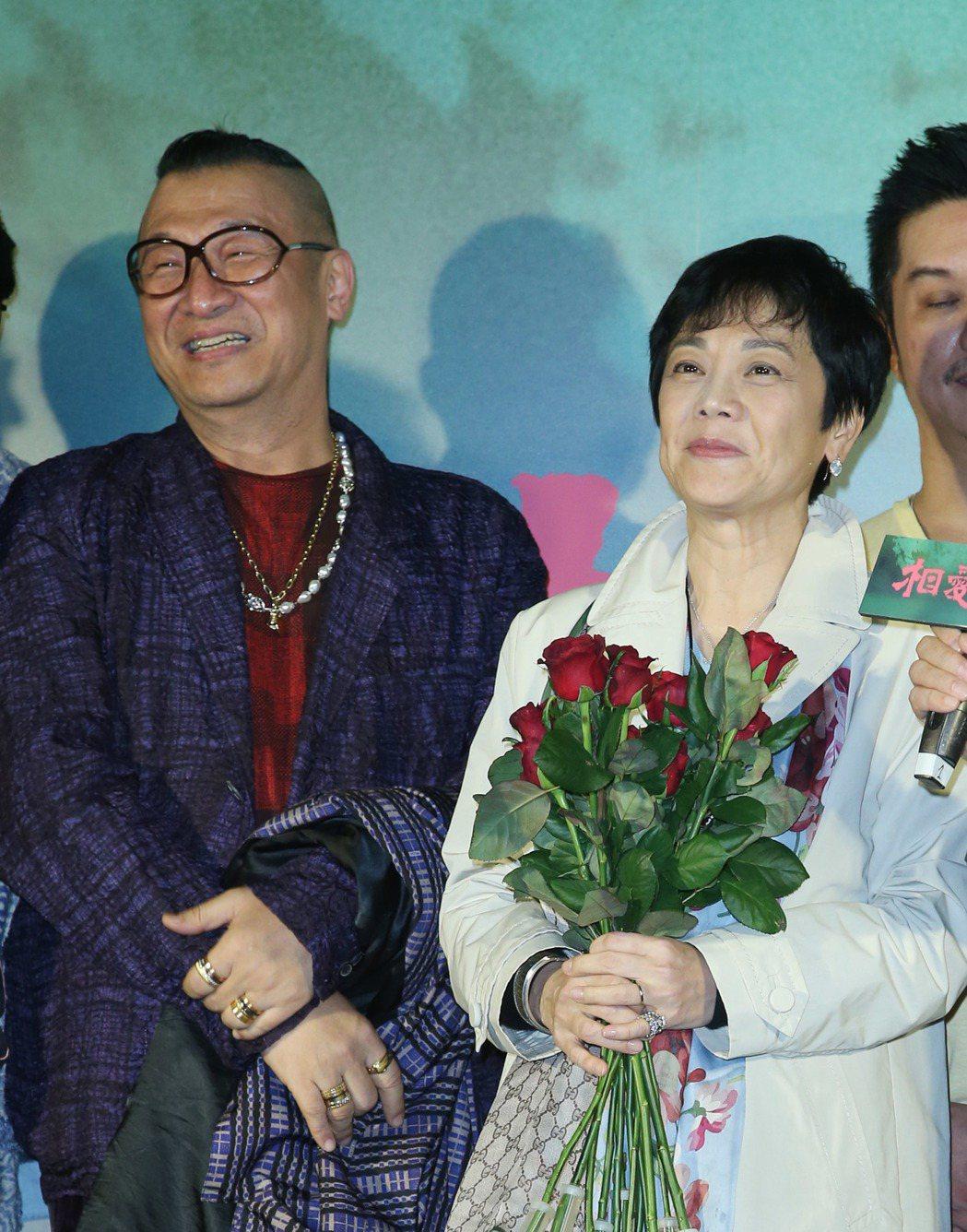 張艾嘉(右)執導的電影「相愛相親」,舉辦男人之夜首映場,好友洪偉明站台。記者陳瑞...