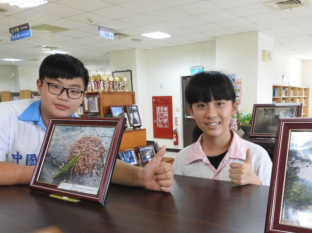 北梅國中全校學生人人都能拍出好照片,其作品今起在國姓鄉立圖書館展出。記者賴香珊/...
