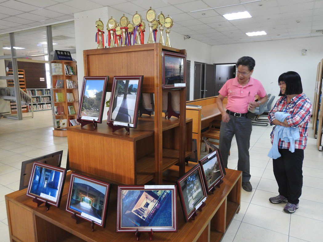 北梅國中全校學生都能用鏡頭拍出好照片,今起受邀至國姓圖書館策展,吸引民眾參觀。記...