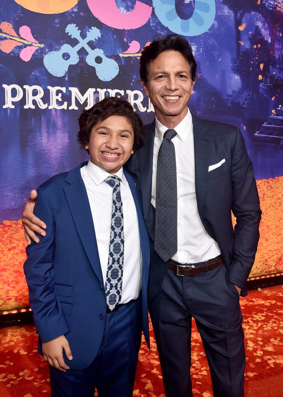 班傑明布萊特與童星安東尼岡薩雷斯現身「可可夜總會」首映活動。圖/迪士尼提供