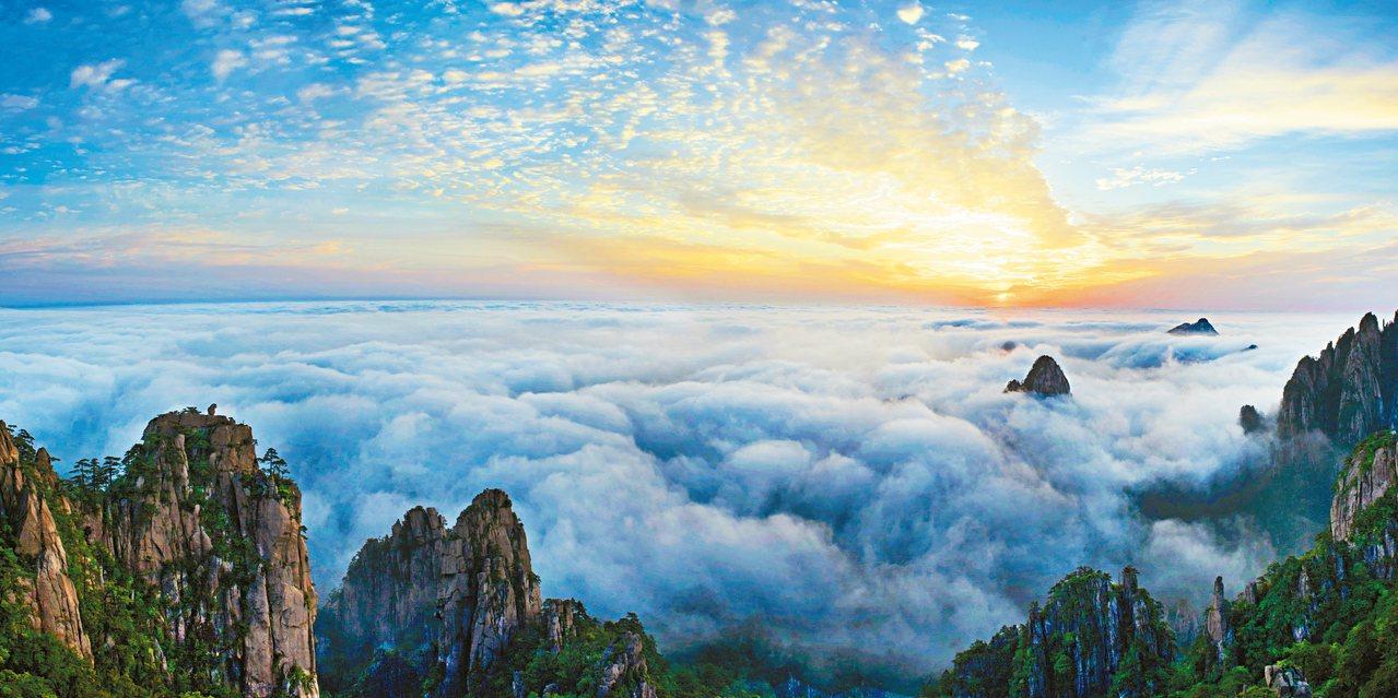 黃山雲海日出,美的教人移不開眼。 圖/本報安徽黃山傳真