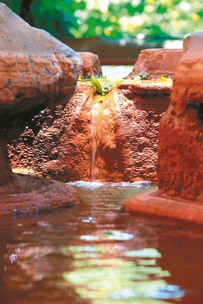 瑞穗溫泉是全台唯一富含鐵、鋇的碳酸鹽泉水,有「生男之泉」美名。 圖/花蓮縣政府提...