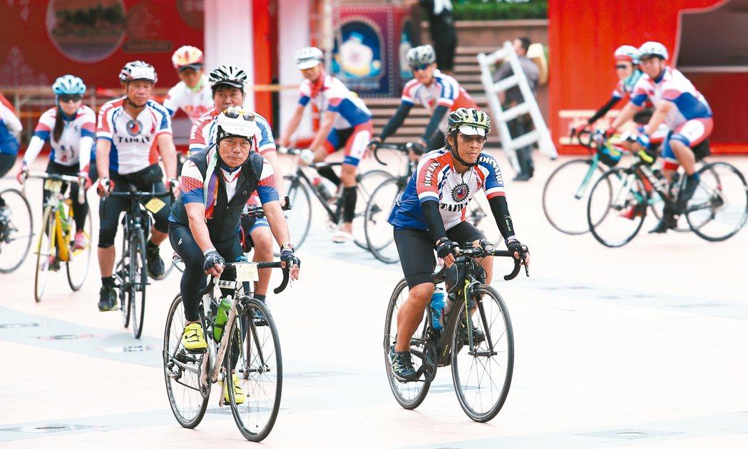 46位抗癌鬥士10天完成1100公里單車環台的壯舉。 記者杜建重/攝影