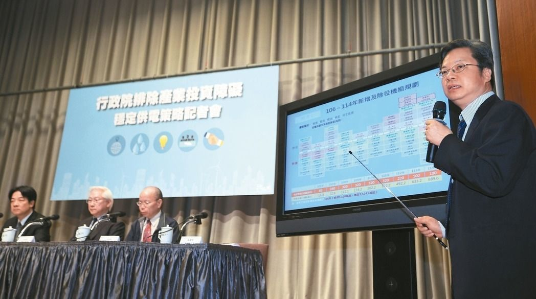 TPP改名CPTPP,經濟部政務次長龔明鑫(右)表示,台灣將積極參與。 本報資料...