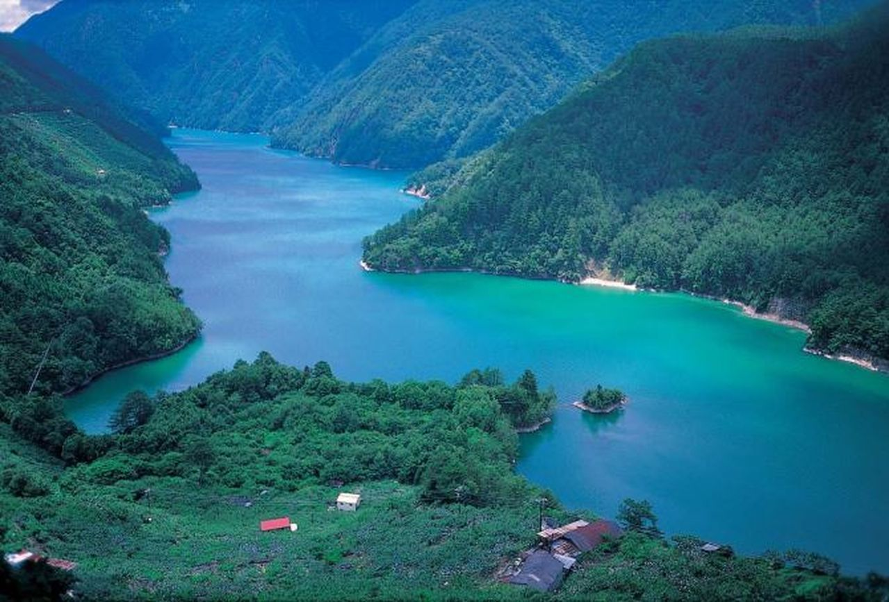 大甲溪是中部的母親之河,全長124公里,是台灣第五長河,從上游的武陵農場到下游的...