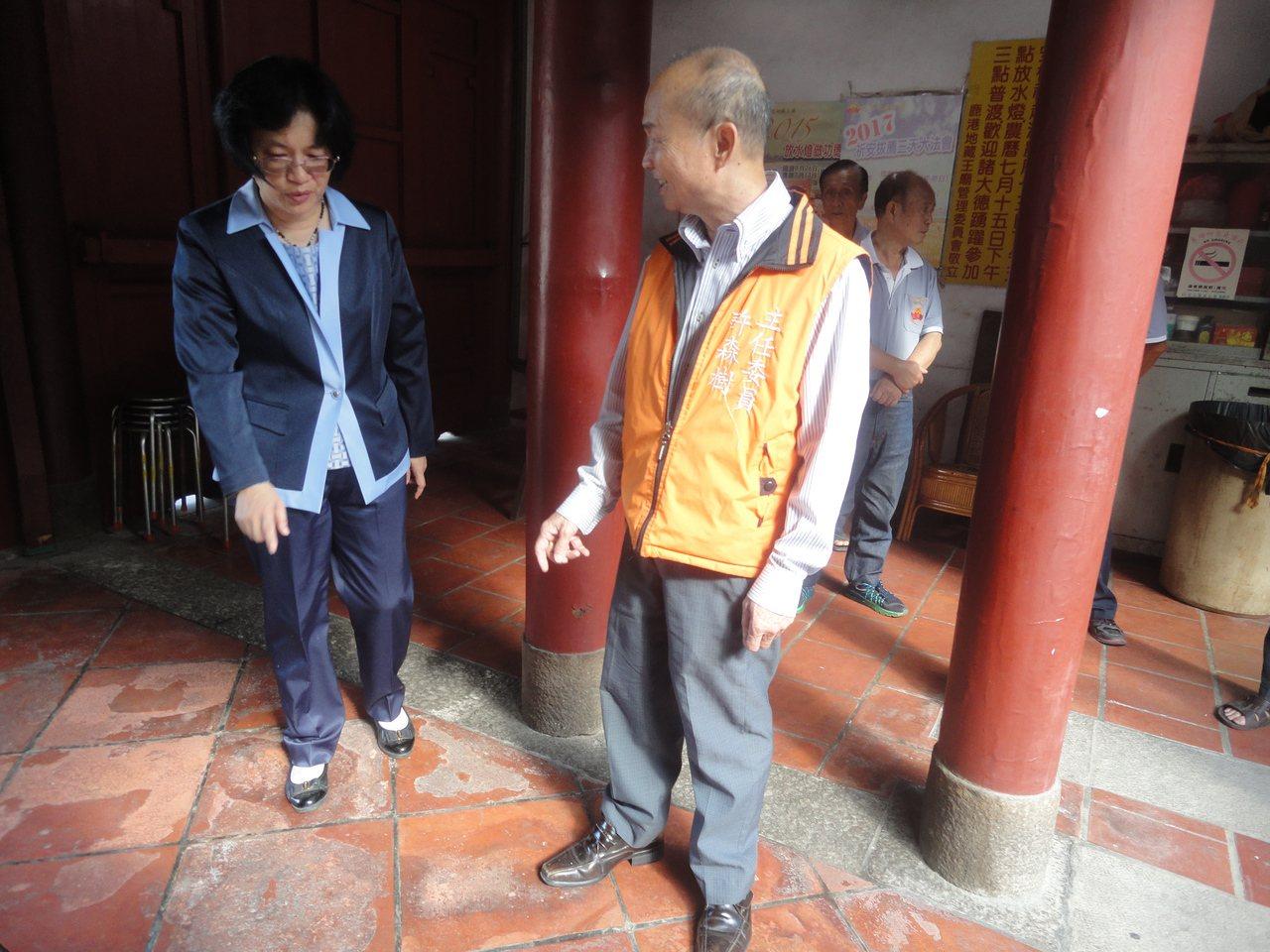 彰化縣鹿港地藏王廟的石板嚴重磨損。 記者簡慧珍/攝影
