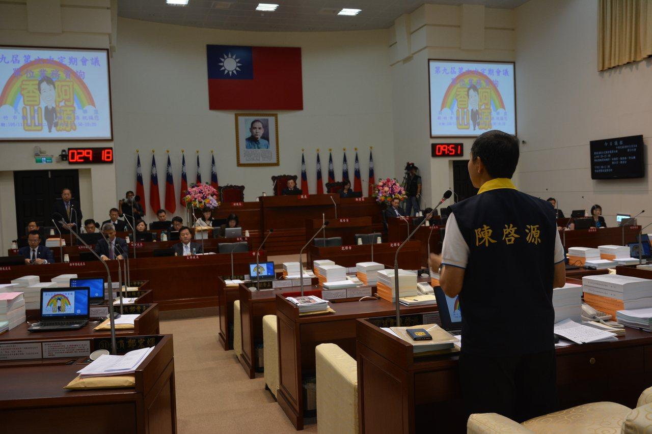 新竹市議員陳啟源昨天質詢公道三何時能開通。記者林家琛/攝影