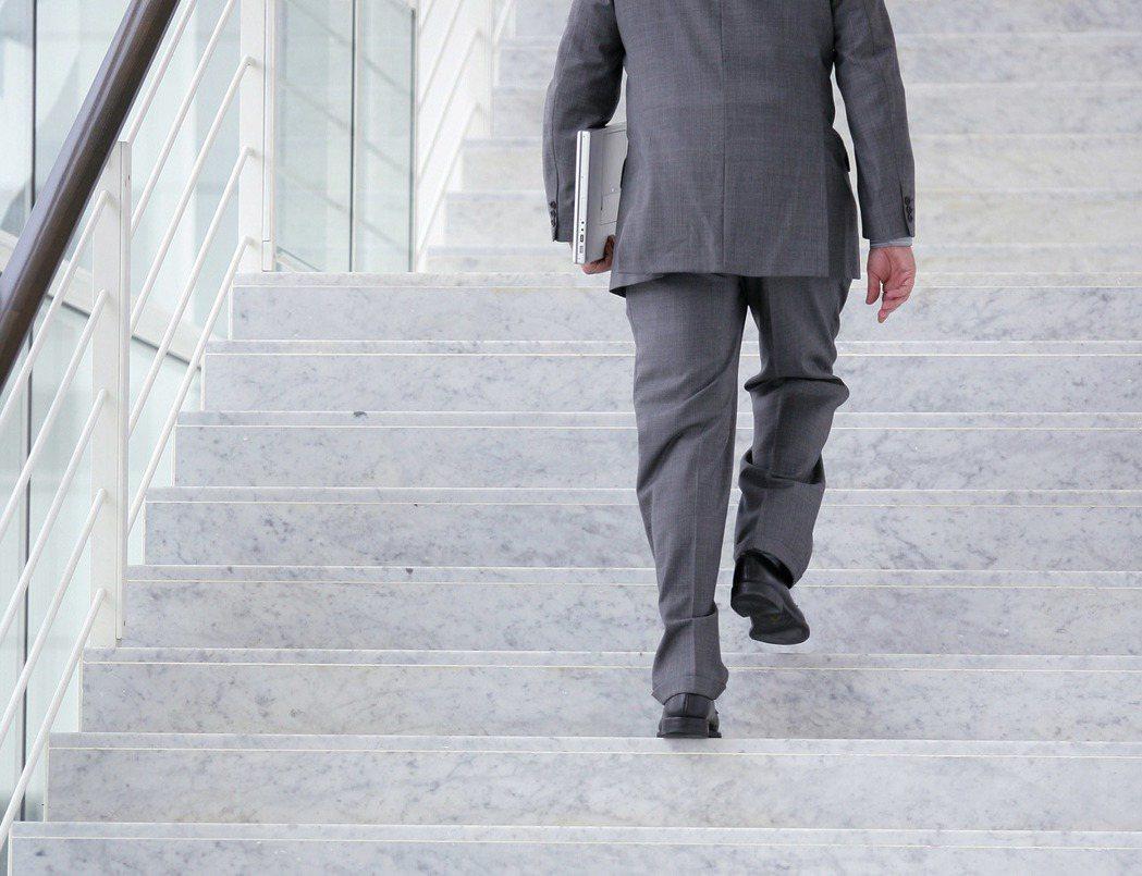 爬樓梯。 圖/ingimage