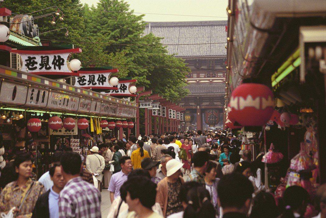 日媒報導,日本財務省與觀光廳商議後,有意進一步擴大訪日觀光客免稅制度適用範圍。圖...