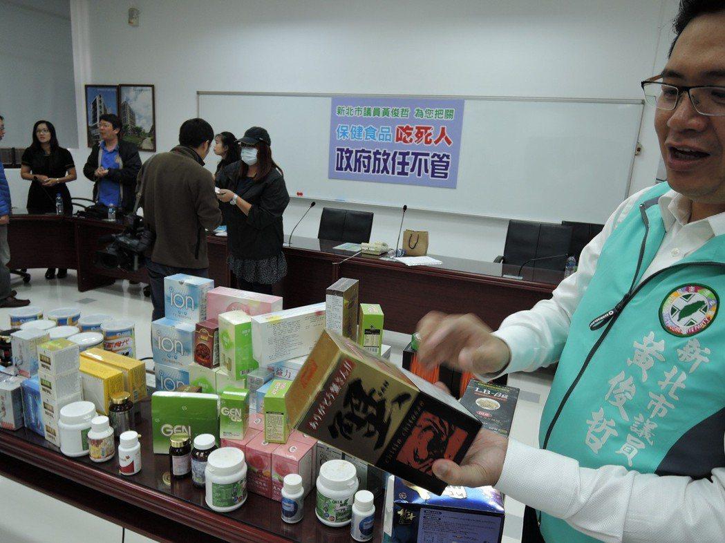 泰山一名六旬老婦購買大量保健食品,直至上月不幸暴斃,家屬在她的房間 衣櫃、床邊發...