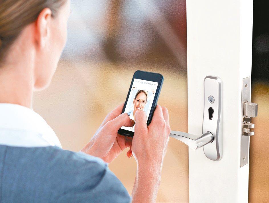 最新高端科技的KLacci凱樂奇「人臉辨識智慧門鎖」提供科技、安全、便利的生活環...