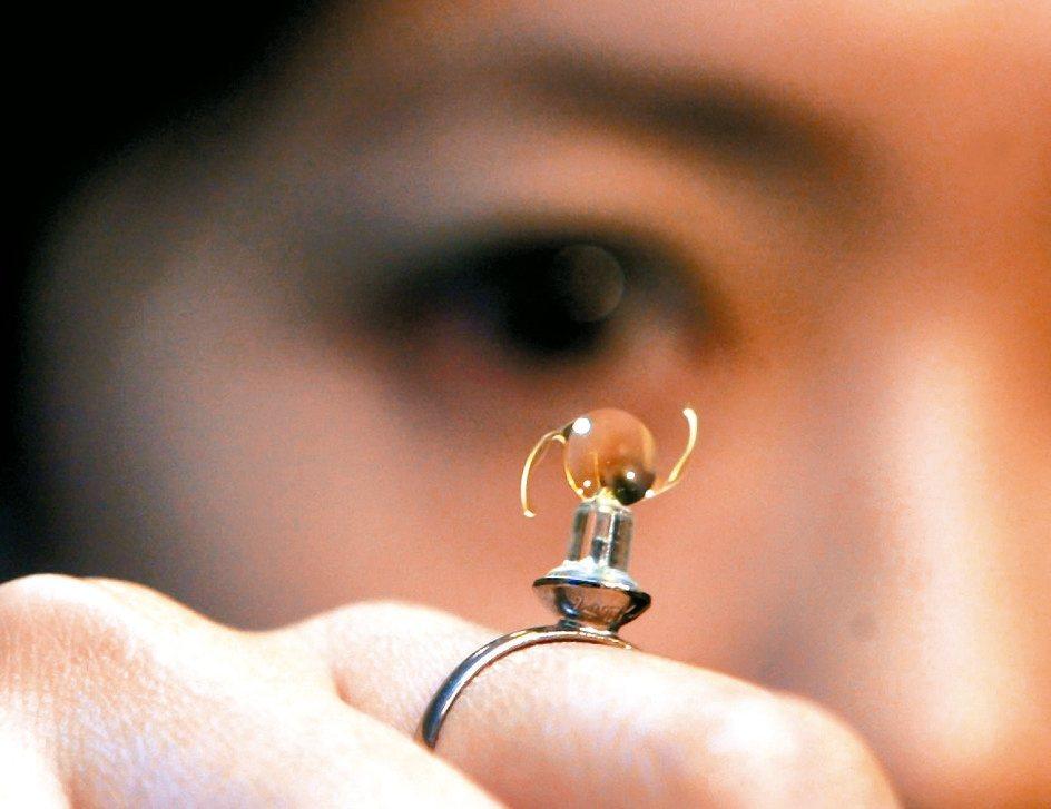 奈米醫材由總經理曾文助領軍,主攻高技術門檻的人工水晶體,成功將產品打進國內眼科。...