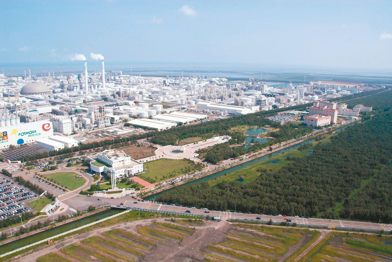 麥寮電廠的生煤額度將用完,已有兩機組停機了,與台電的合約紛爭將由專家調解。 本報...