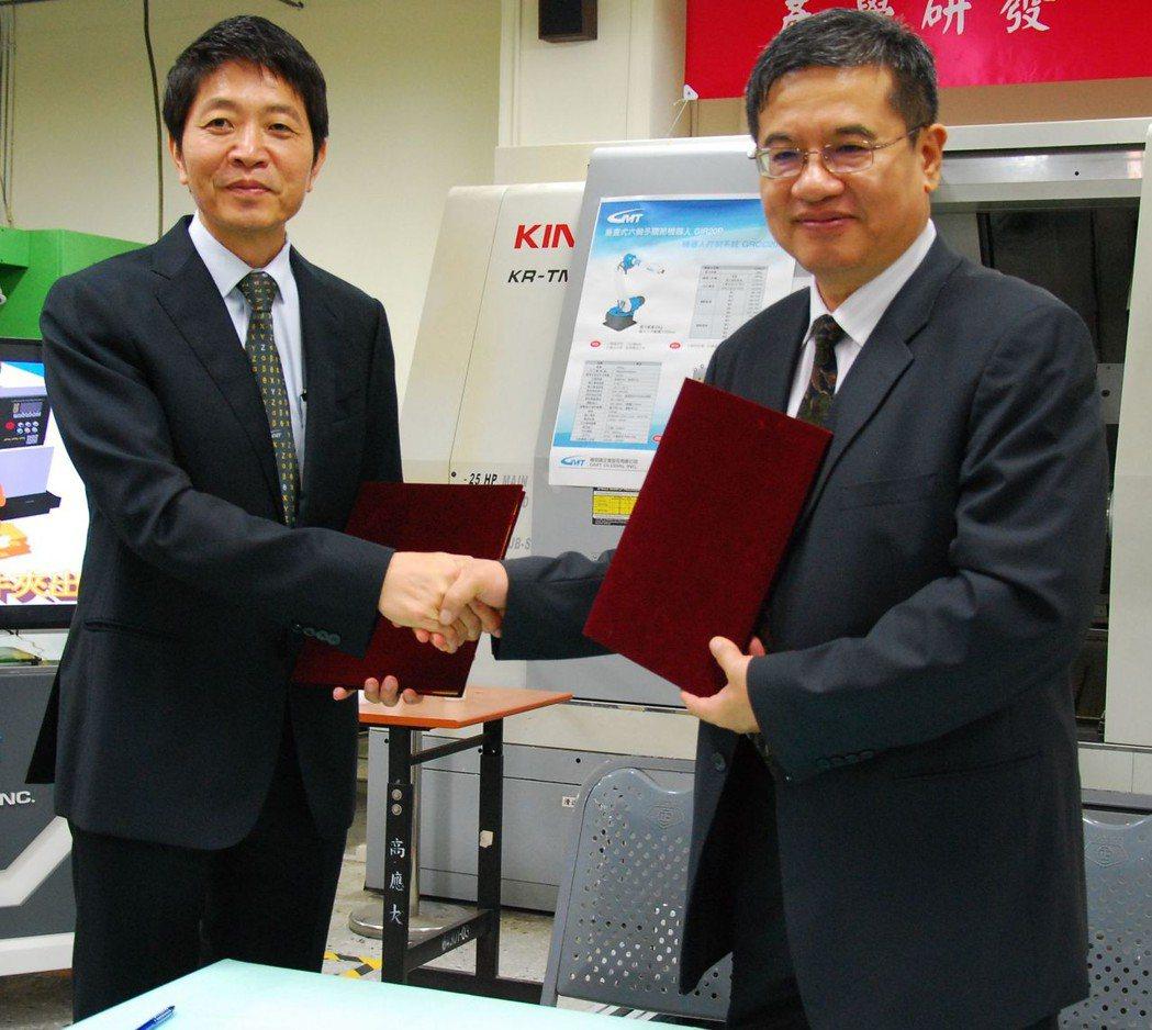 高明鐵總經理陳志鑫(左)與高應大校長楊慶煜簽約合作。 楊鎮州/攝