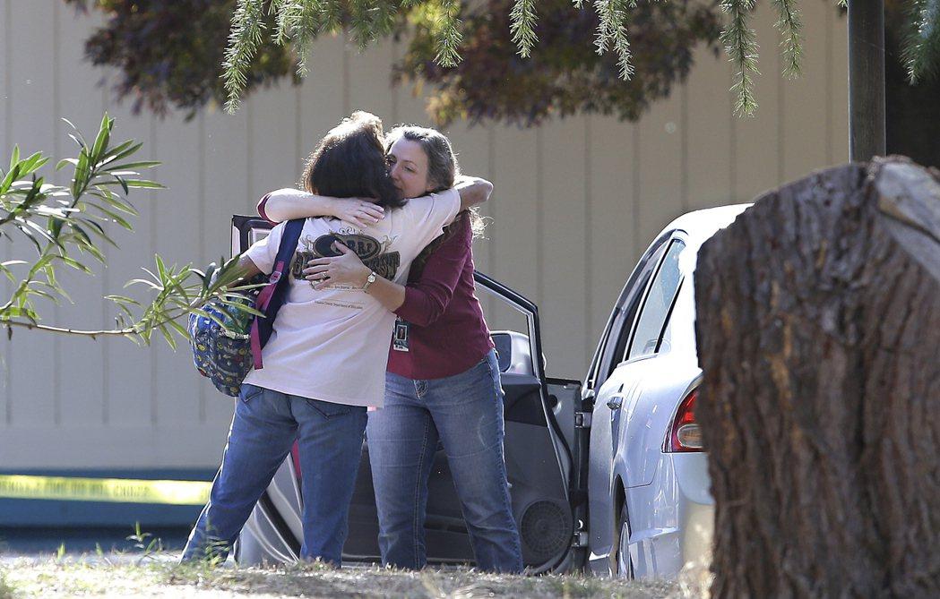 此次槍擊案造成五人死亡、十人受傷,傷者包括一名小學生,槍手隨後遭警方擊斃。美聯社