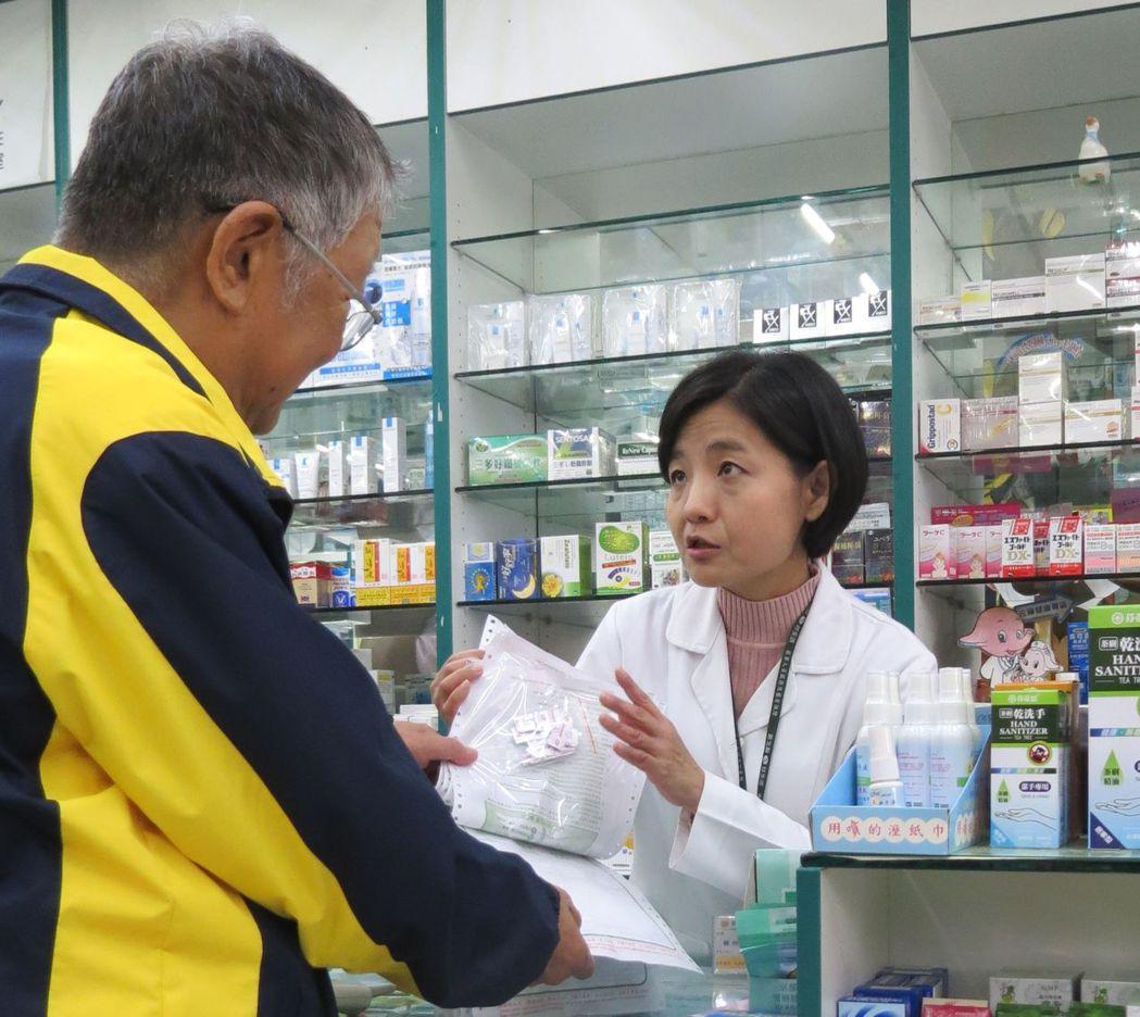 病人在不同醫院、不同科別重複拿藥,可能產生交互作用,吃出問題。報系資料照