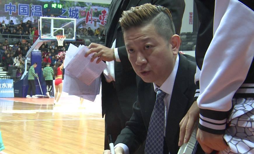 台灣知名球評汪蔚傑確定轉戰CBA的河南依川農商銀行女籃執教。 截圖自汪蔚傑粉絲團