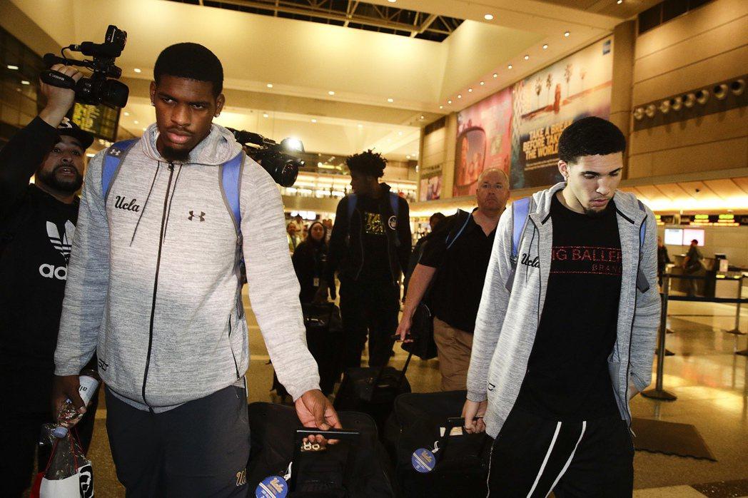 UCAL在中國行竊的3球員已獲釋搭機返美,校方明天上午開記者會。 美聯社