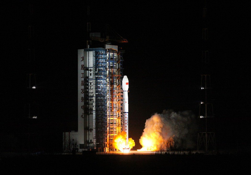 11月15日,中國大陸在太原衛星發射中心用長征四號丙運載火箭,成功將「風雲三號D...
