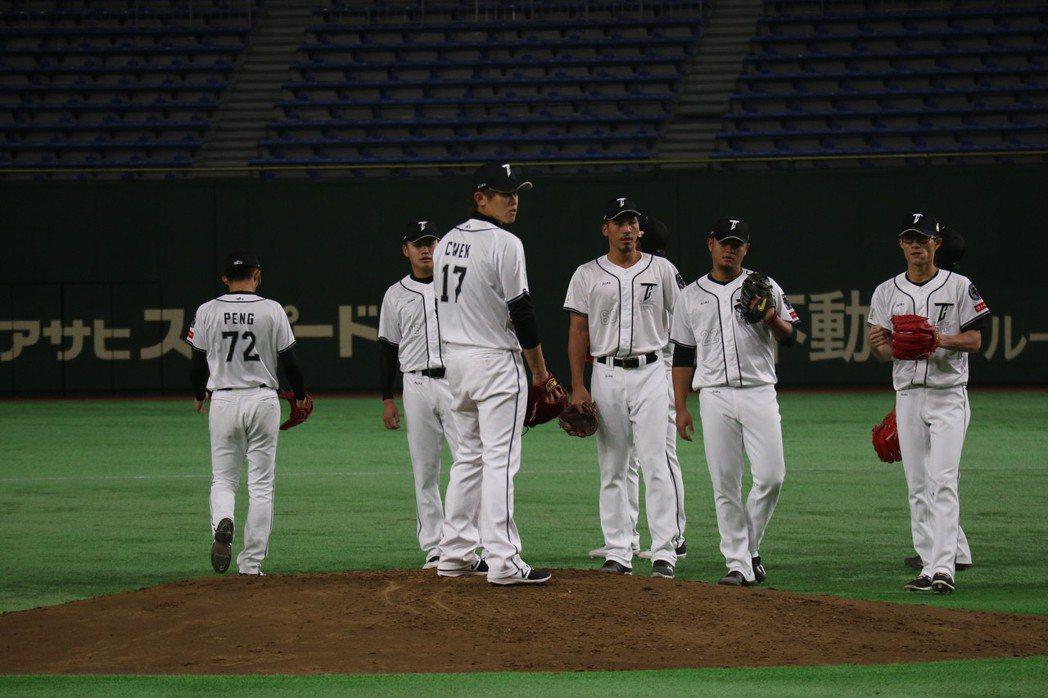 投手戰力是總教練洪一中最擔心的問題。亞冠賽首戰對上南韓,將派出背號17號、旅日左...