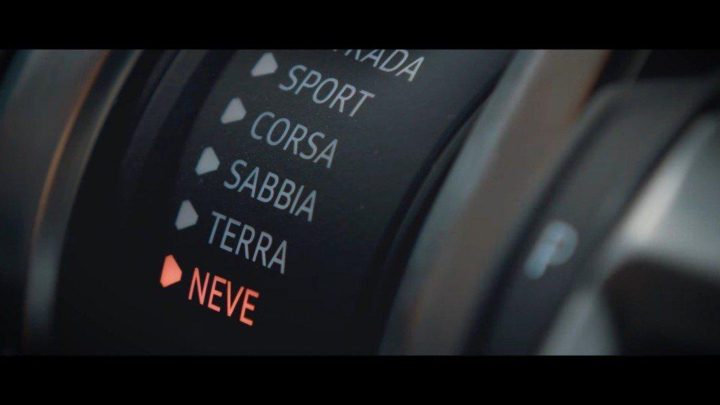 Lamborghini Urus 的 Neve 雪地駕駛模式。 摘自Lamborghini影片