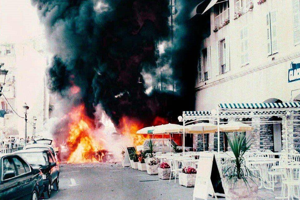 FLNC時常以縱火、汽車炸彈與突襲警力駐所的方式,在去十多年內於科西嘉島上發動攻...