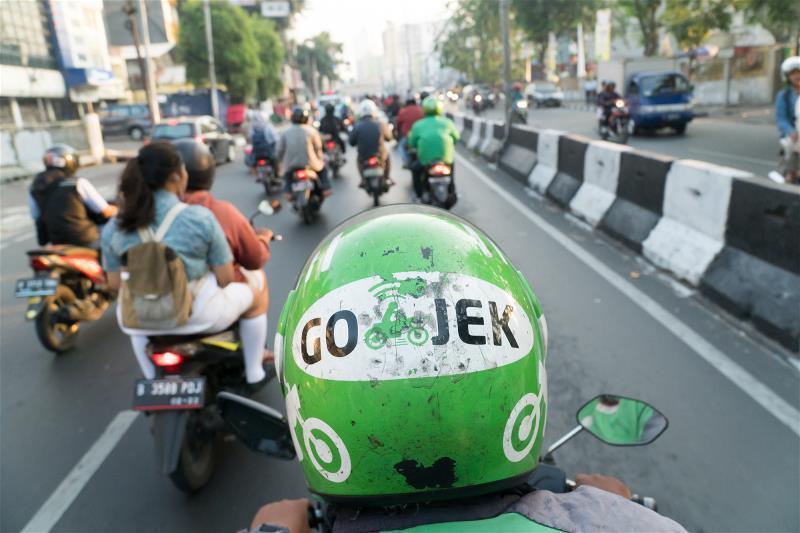 只需透過APP定位,共享服務的摩托車司機便會將民眾載往目的地。