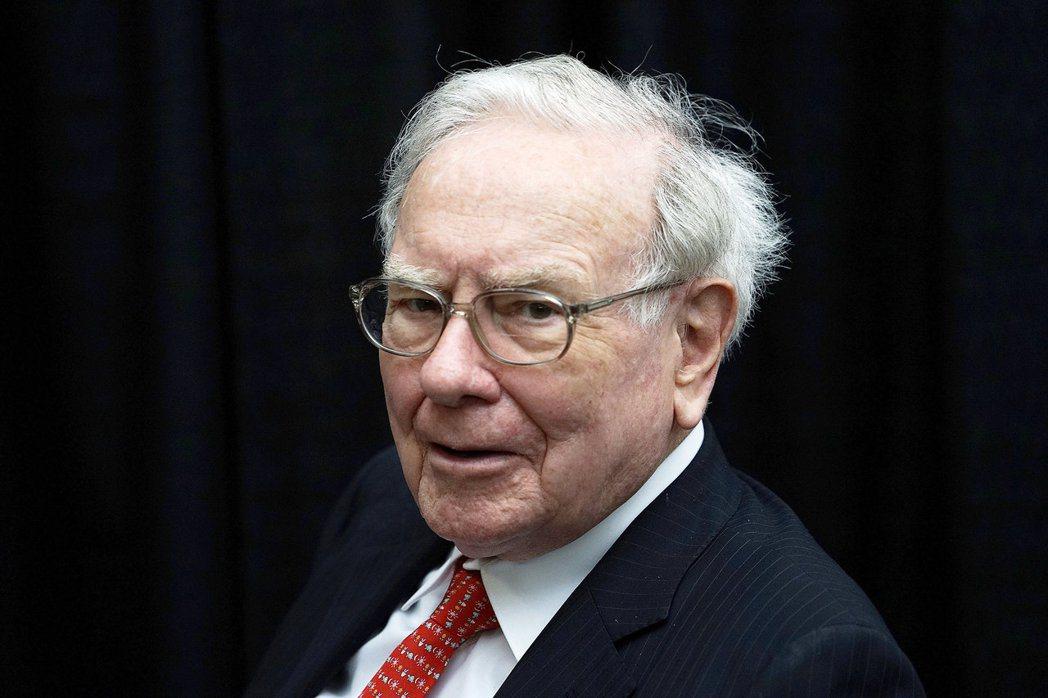 巴菲特和他的波克夏公司上季又再度減持IBM股票,並繼續增持蘋果股票。(路透)