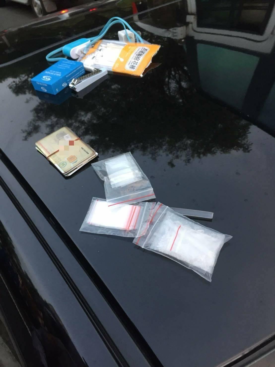 通緝犯開車玩手遊,追撞前車被警方查出有毒品。記者游振昇/翻攝