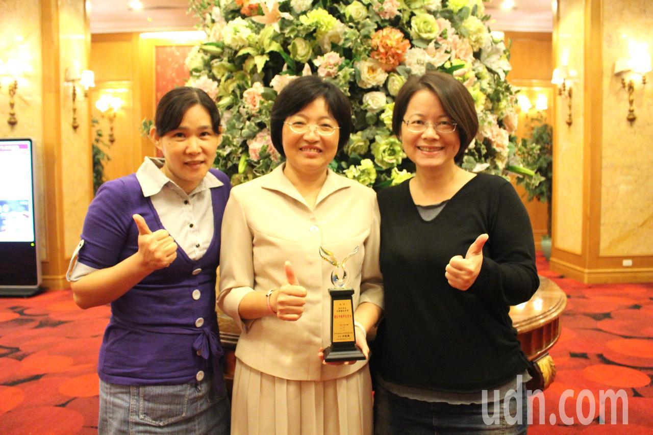 新竹市光華國中團隊拉回中輟生,獲頒有功學校獎項。記者張雅婷/攝影