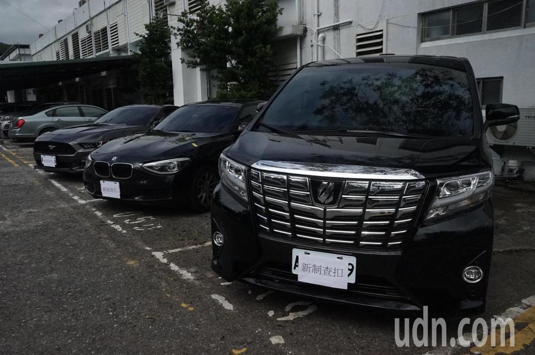 花蓮警方破獲詐騙集團,查扣3輛百萬名車。記者王燕華/攝影