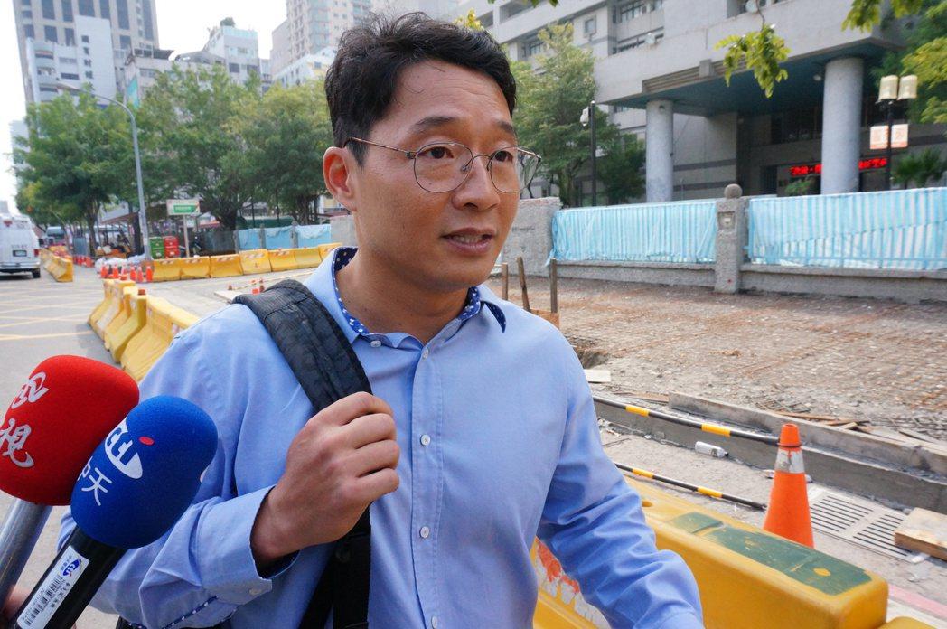 慶富副董市長陳偉志今天上午被雄檢傳喚。記者林伯驊/攝影