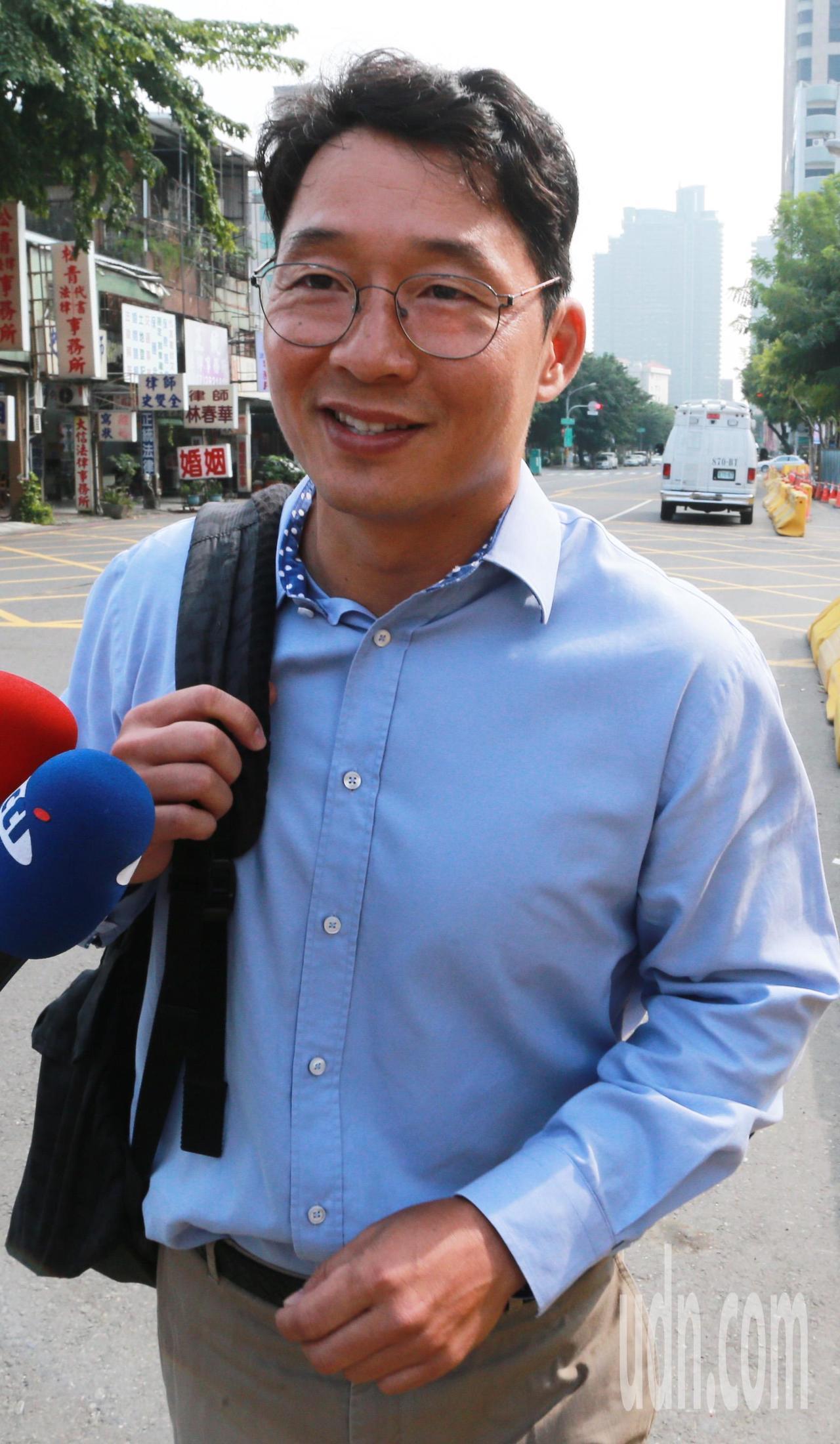 今天中午高雄地檢署再度傳喚陳偉志說明案情,當他走出地檢署時特地向媒體表示昨天的點...