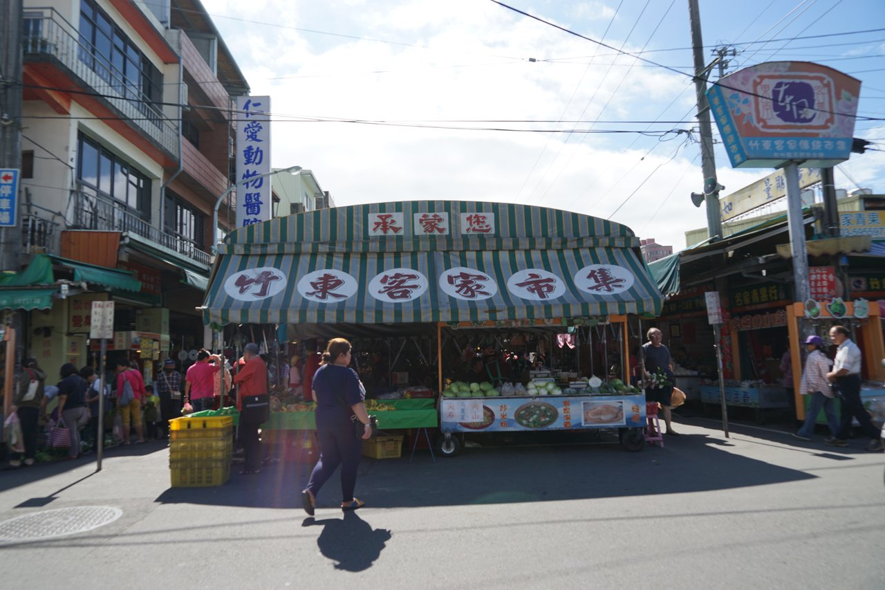 新竹縣竹東中央市場超過60年,東西好吃又便宜,不少人專程來採買。記者陳妍霖/攝影