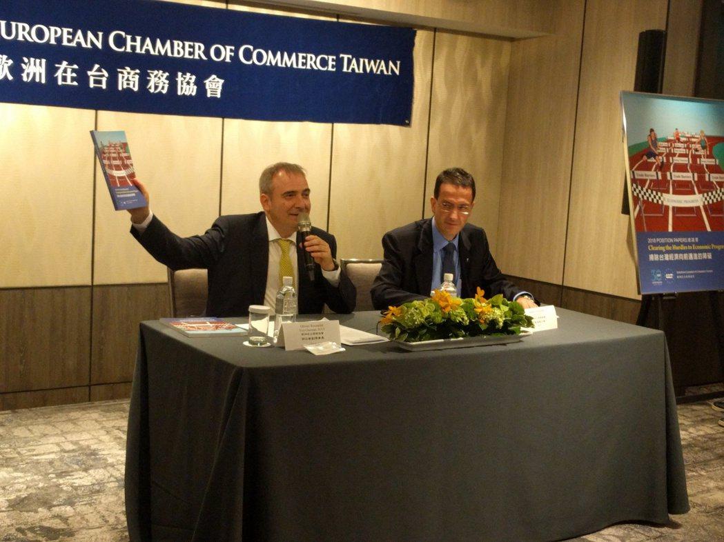 歐洲商會副理事長胡日新(左)、執行長何飛逸(右)。記者張為竣/攝影