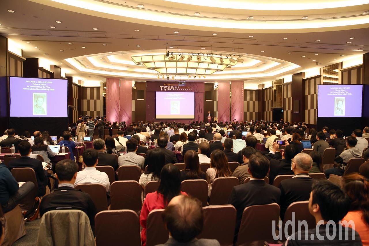 「台灣半導體產業協會TSIA年會」下午在新竹國賓飯店舉行,理事長魏哲家特邀「國際...