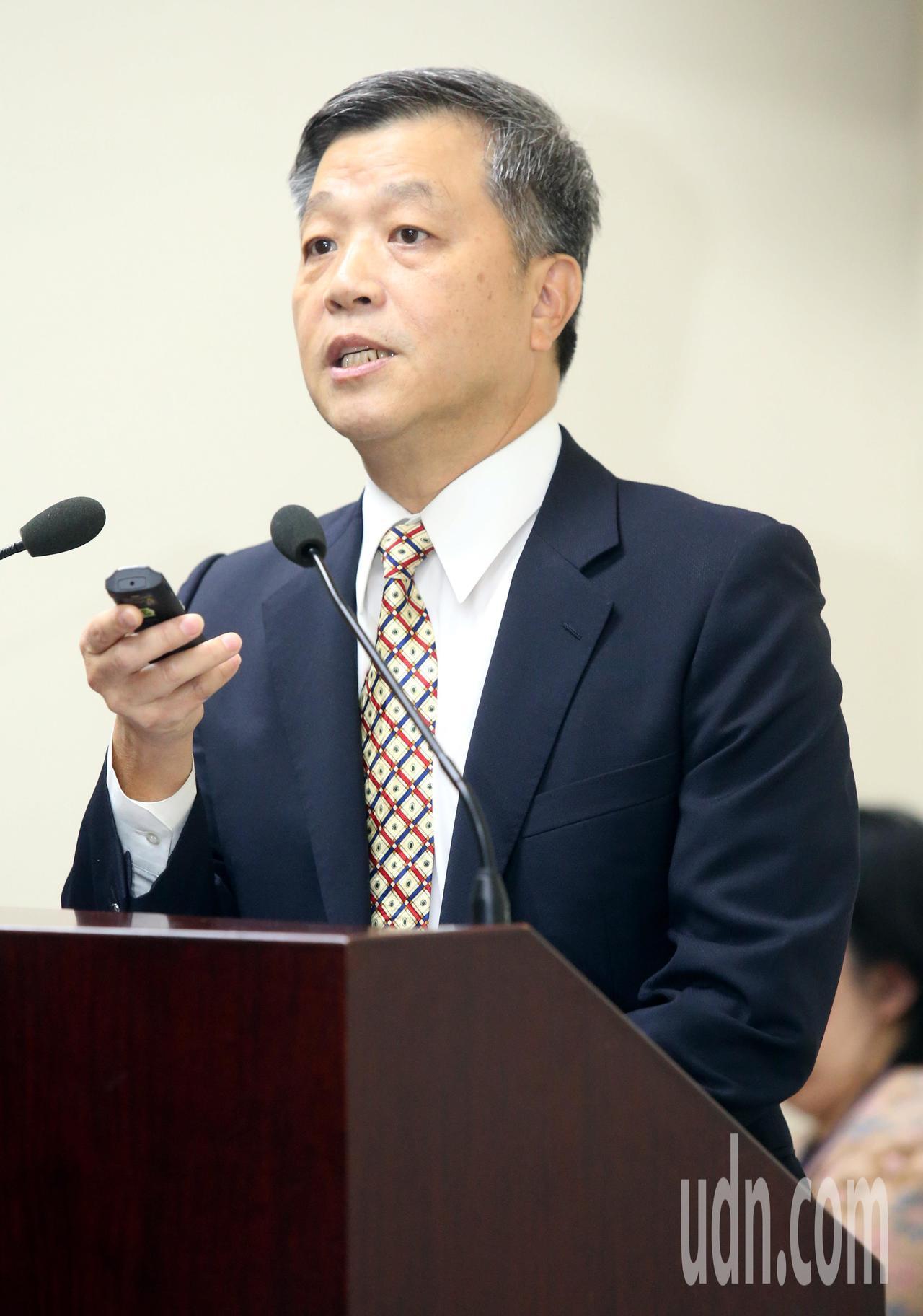 國民黨中常會今天聽取智庫副執行長陳雄文「一例一休--公共政策的白老鼠」專題報告。...