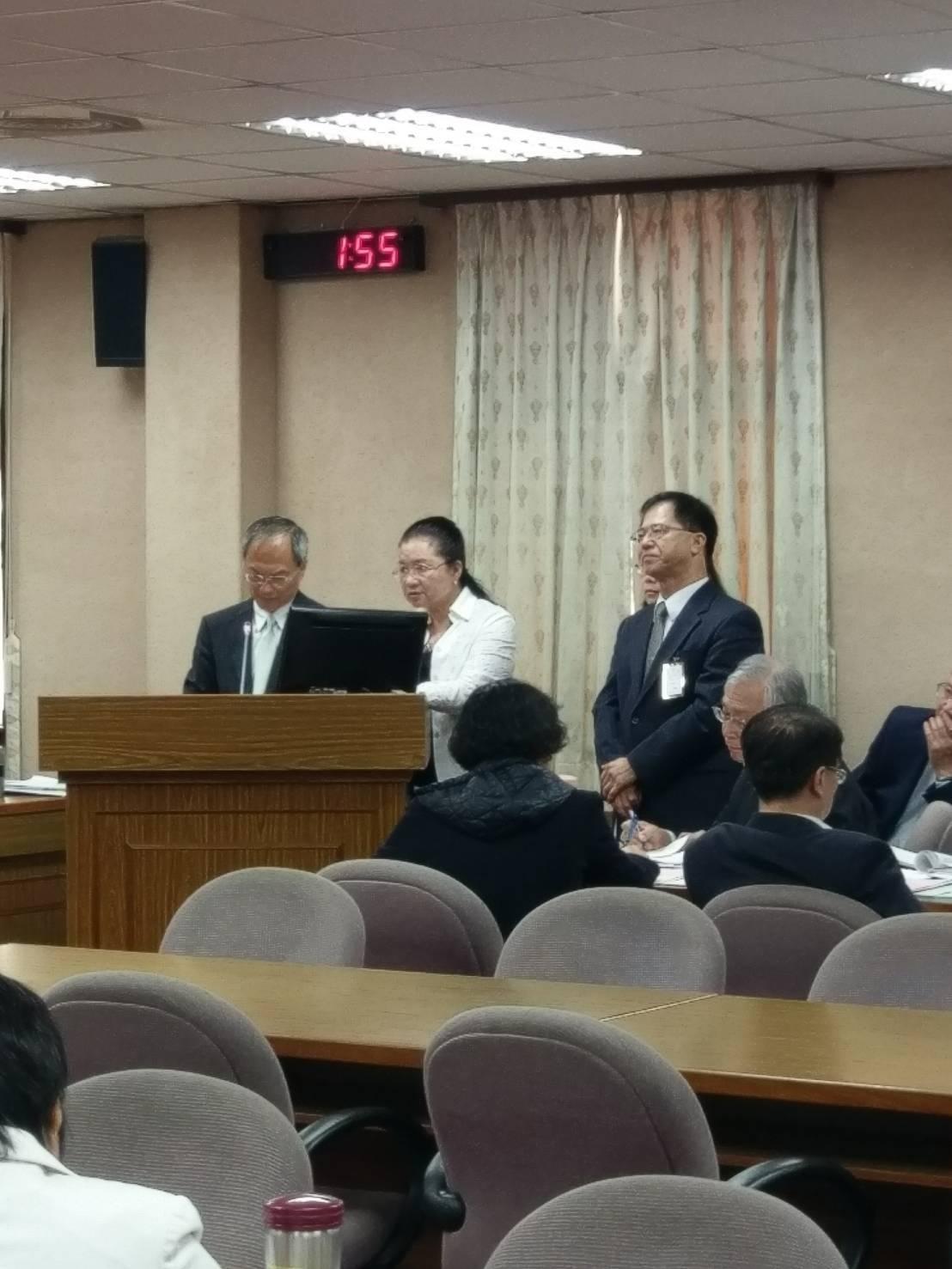 僑委會委員長吳新興(左)。記者徐偉真/攝影