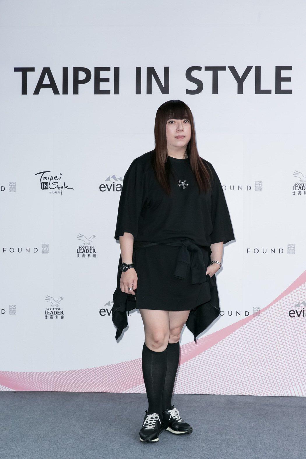 知名設計師潘怡良現身力挺2017台北魅力展。圖/紡拓會提供