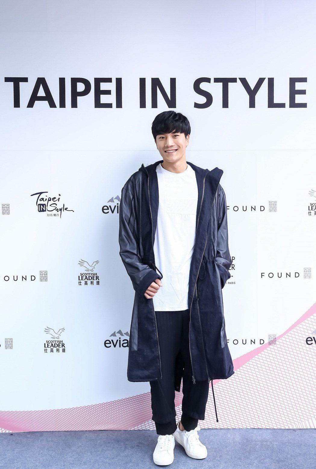 藝人金在勳身穿品牌Tsung Yu Chan現身2017台北魅力展記者會。圖/紡...