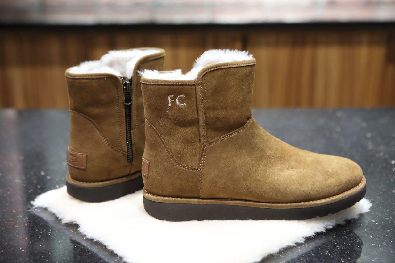 UGG女士經典雪靴推出專屬繡字服務,將於11月18日起在UGG指定專櫃陸續展開。...