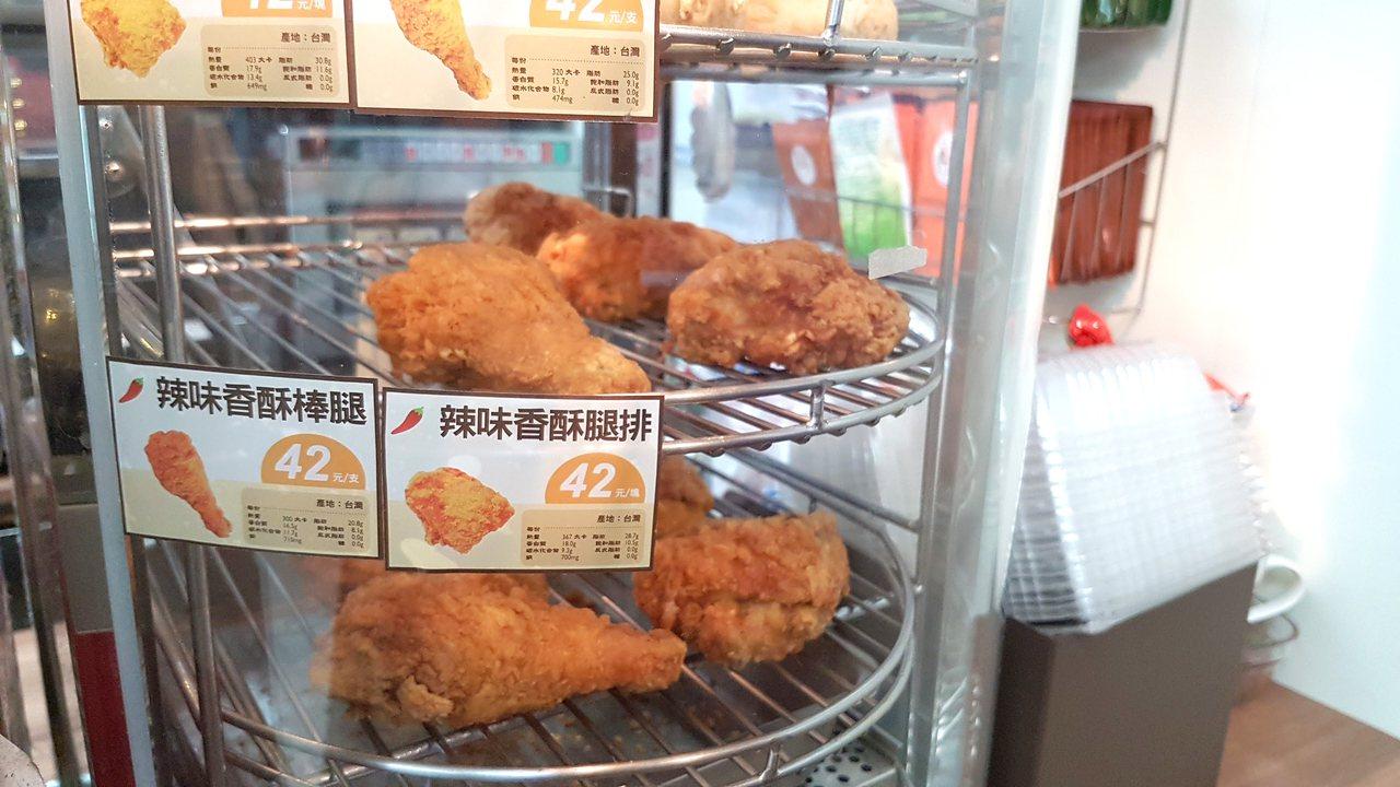 OK超商的炸雞被網友稱作隱藏版美食。記者王韶憶/攝影