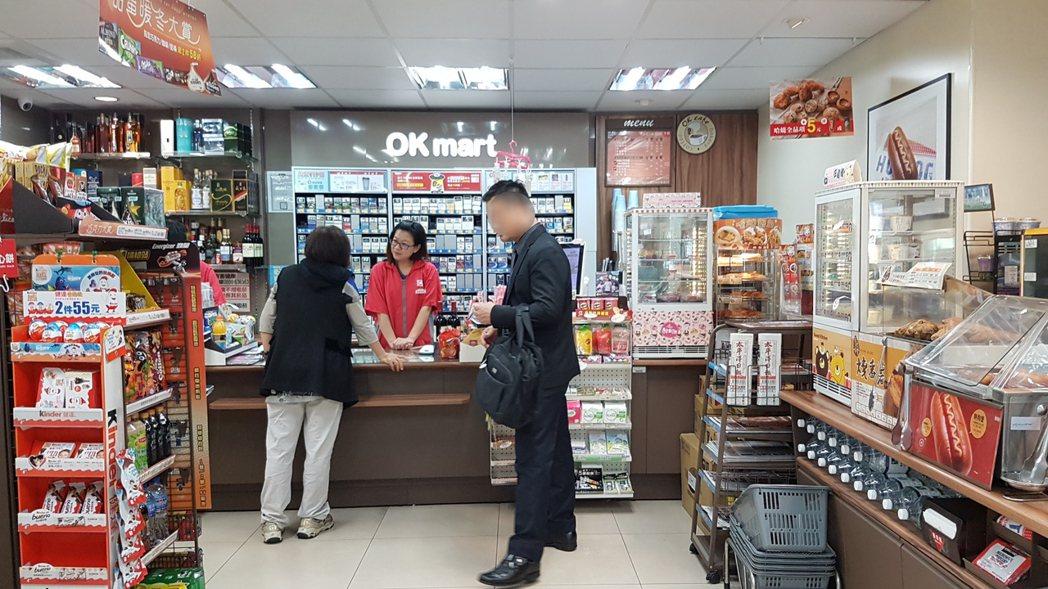 OK超商24小時販售熱呼呼的炸雞。記者王韶憶/攝影