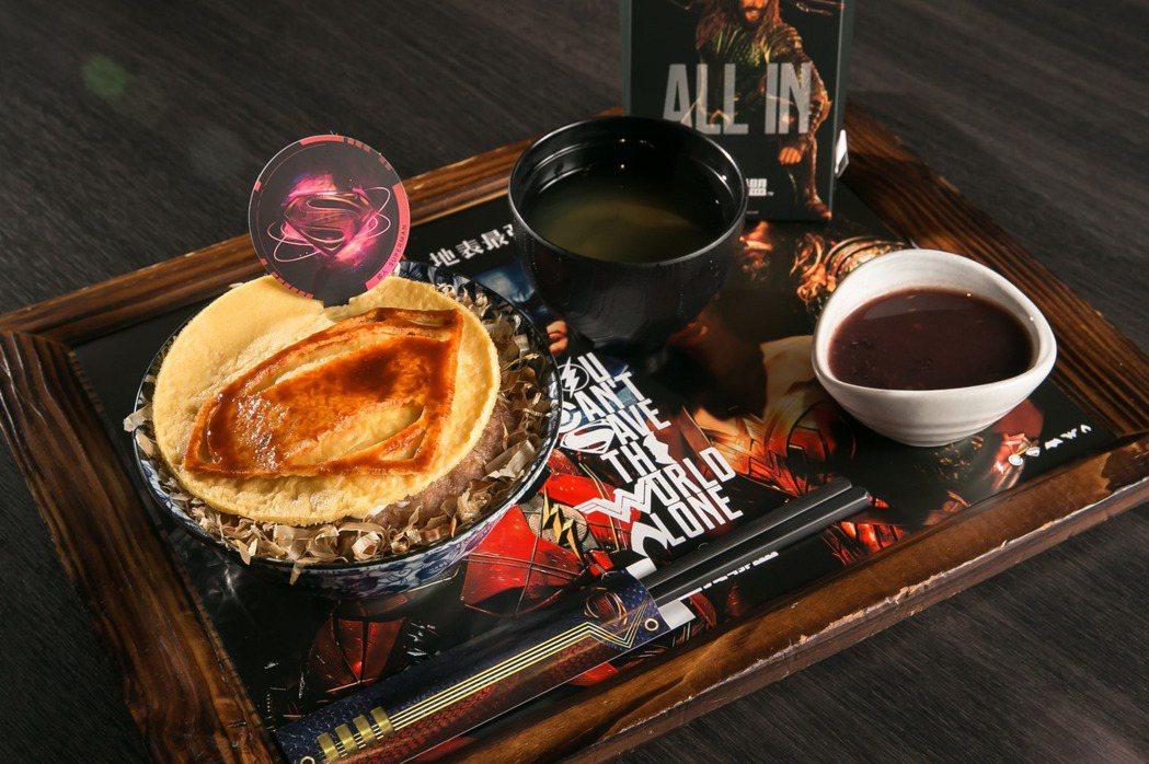 超人「豪氣漢堡排丼」顛覆傳統煎法,使用日式大阪燒的炙火燒烤,中西合併、值得一試。...