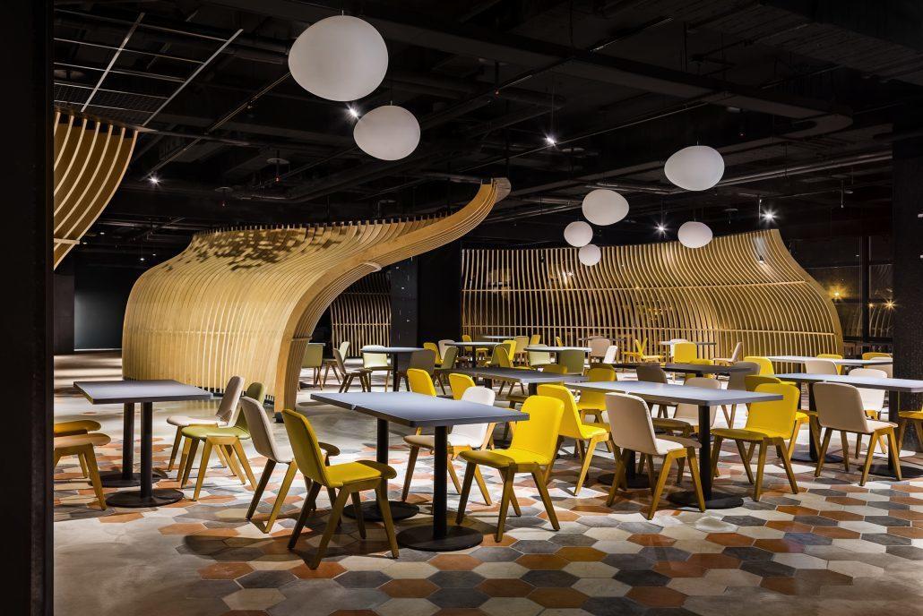 香港香港新生活飲茶用餐空間寬敞。業者/提供