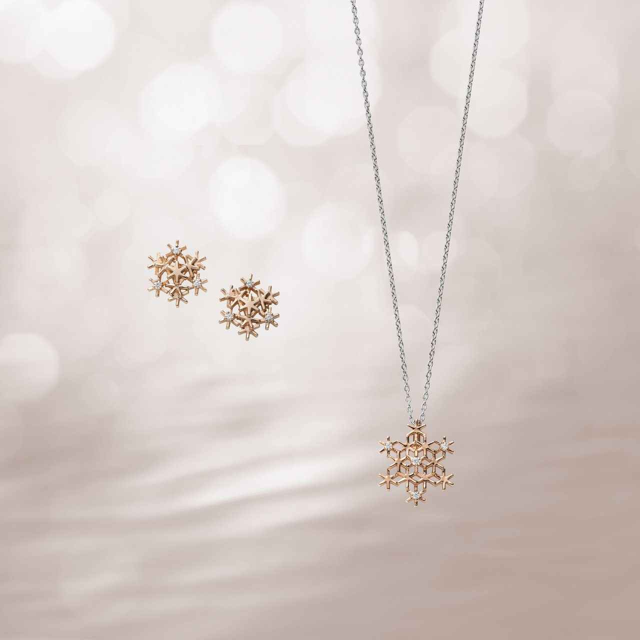 MIKIMOTO 18K粉紅金鑽石雪花耳環及墜鍊。圖/MIKIMOTO提供