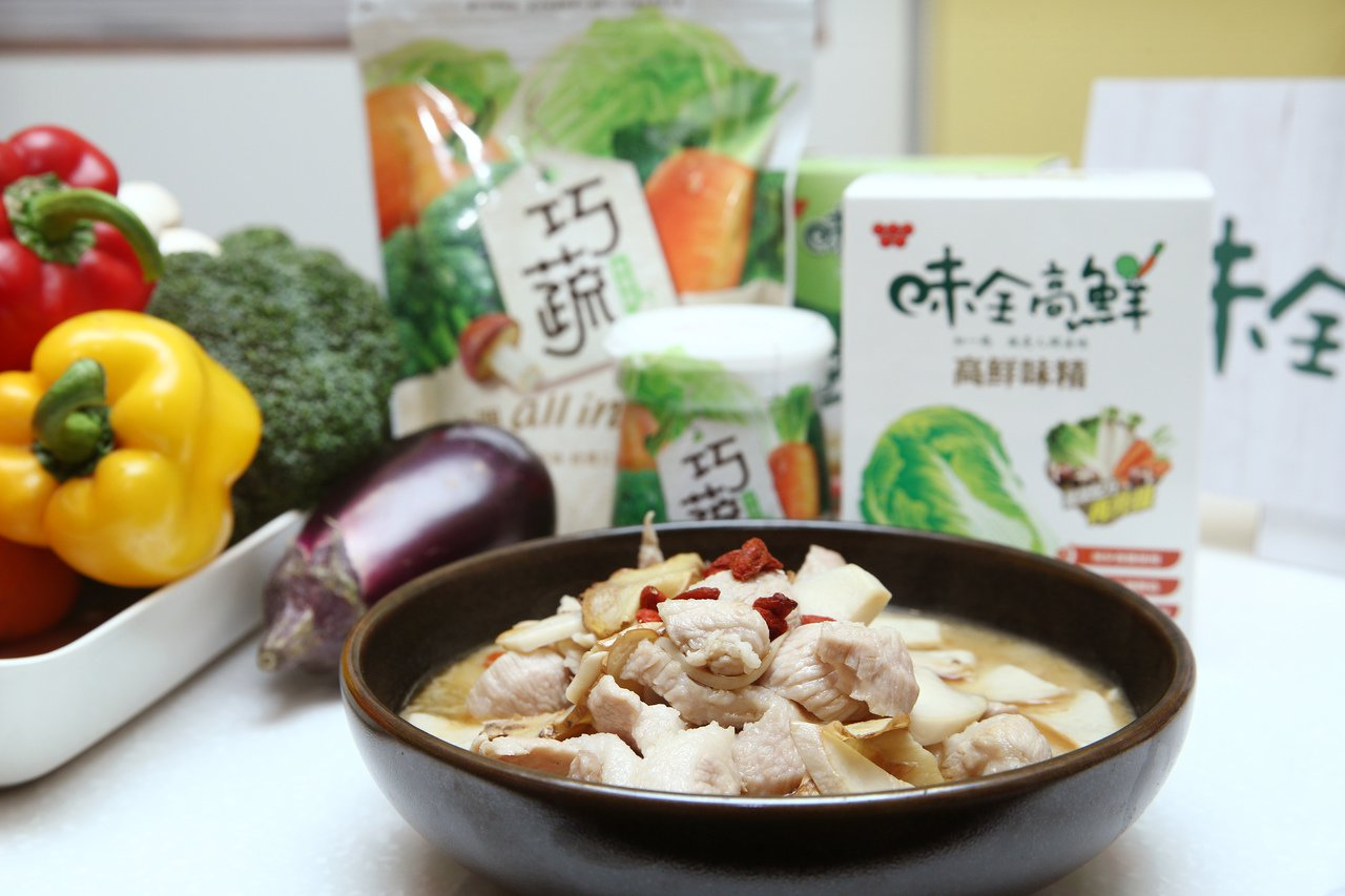味全高鮮味精採用日本造粒技術,讓鮮味更完整,易溶解品質更穩定,不會出現同用量風味...