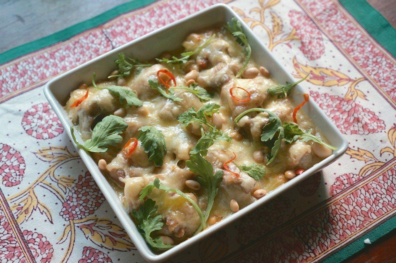 焗烤豆子雞肉是深秋的暖心料理,滿足口腹之慾的同時,也提供了足量的蛋白質。 圖...